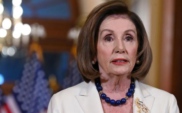 Pelosi demande que soit rédigé l'acte d'accusation contre Trump