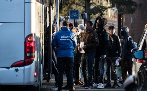 Coronavirus en France: plus de 700 migrants évacués d'un camp au nord de Paris