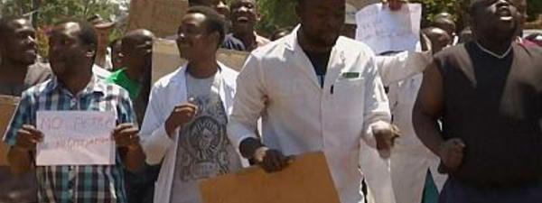 Coronavirus au Zimbabwe : les infirmiers en grève pour dénoncer le manque d'équipements