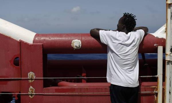 Plus de 370 migrants secourus par l'Ocean Viking amenés en Italie